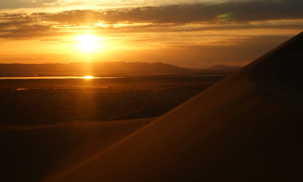 Golden sunset behind the desert dunes_Source NOSADE