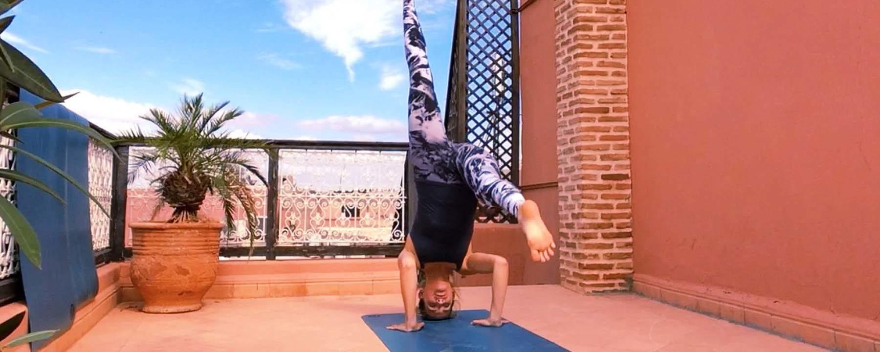 Headstand Marrakech rooftop yoga_Source Amanda LaMagna Livaligned