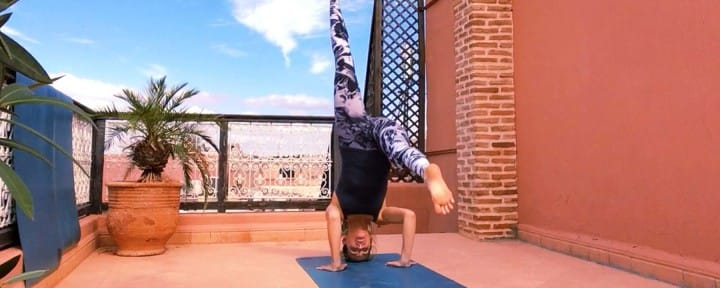 Headstand Marrakech rooftop yoga_Source Amanda LaMagna Livaligned