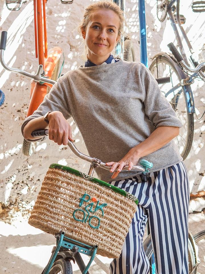 Pikala founder Cantal Bakker posing with a bicycle_Source Sara Holmberg