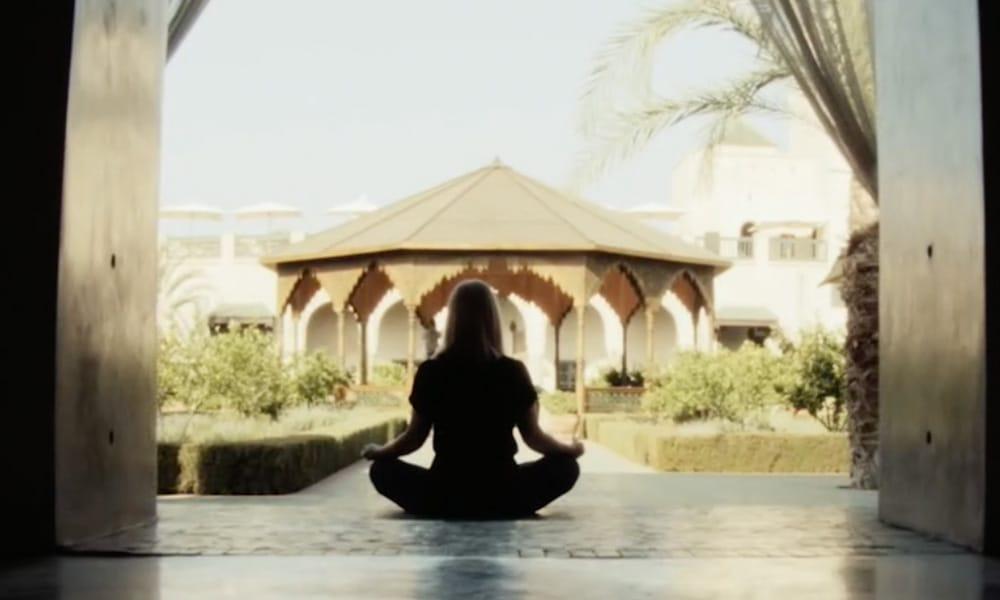 yoga-in-marrakech_jardin-secret_source-nosade