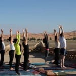 Yoga mit Blick auf den Erg Chebbi_Source Picture Alliance