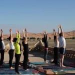 Yoga mit Blick auf den Erg Chebbi_Source Picture Alliance